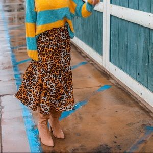 Dresses & Skirts - Animal print midi skirt with front button and slit